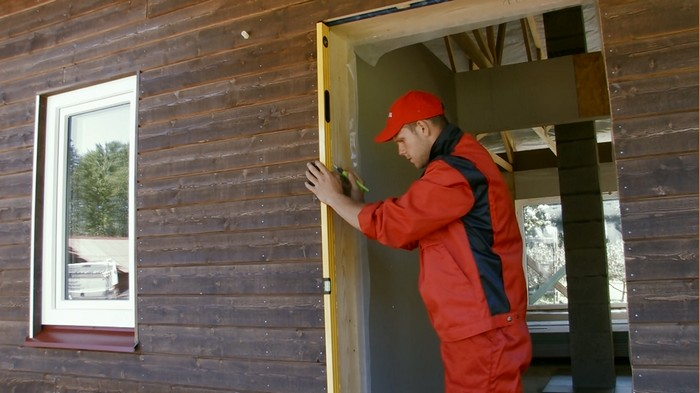 How to use PU foam to seal exterior doors during their installation
